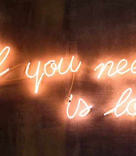 Custom Neon Text Signs for Weddings are the Latest Wedding Trend
